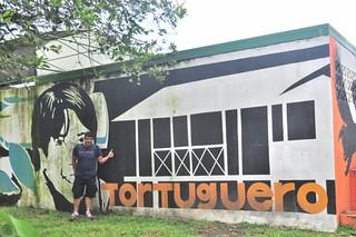 Mural de Tortuguero en el pueblo Tortuguero - 7950193246 6eca48028a n - Tortuguero, entre la tranquilidad y la vida salvaje