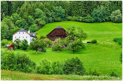 Valdaora (Olang):Tipico maso della Val Pusteria (Typical farmhouse in the Val Pusteria) by cicrico