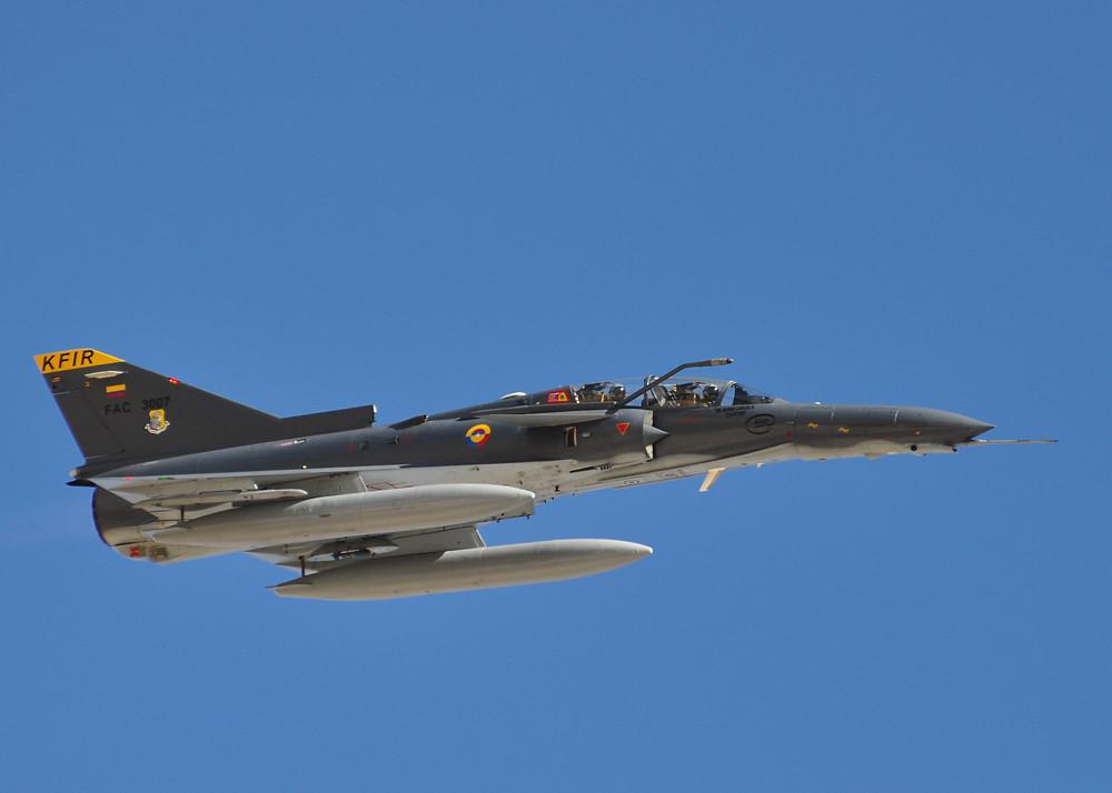 La Fuerza Aérea Colombiana contrata la integración e instalación del sistema HMDS en el Kfir TC-12.