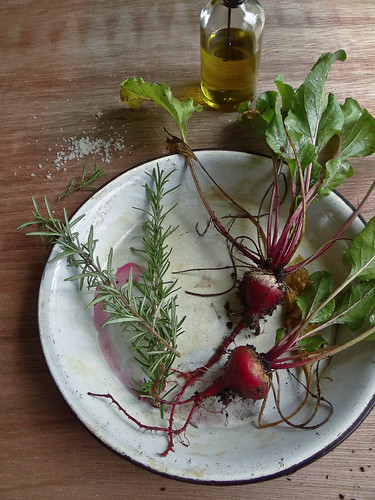 simple rosemary roasted beets