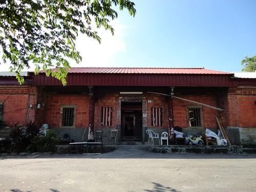 三落大厝為劉氏族人-劉廷藩於1886年所建,為劉家古厝群中,至今 仍還保有其古色古香。