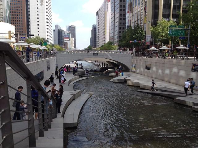 Chonggyecheon river