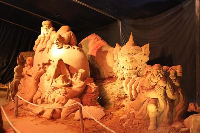 multiple figures togheter made of sand