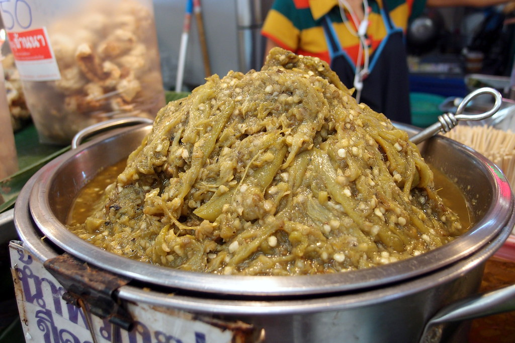 Or Tor Kor Market: Green Chilli Dip for Jumbo Herbal Sausage
