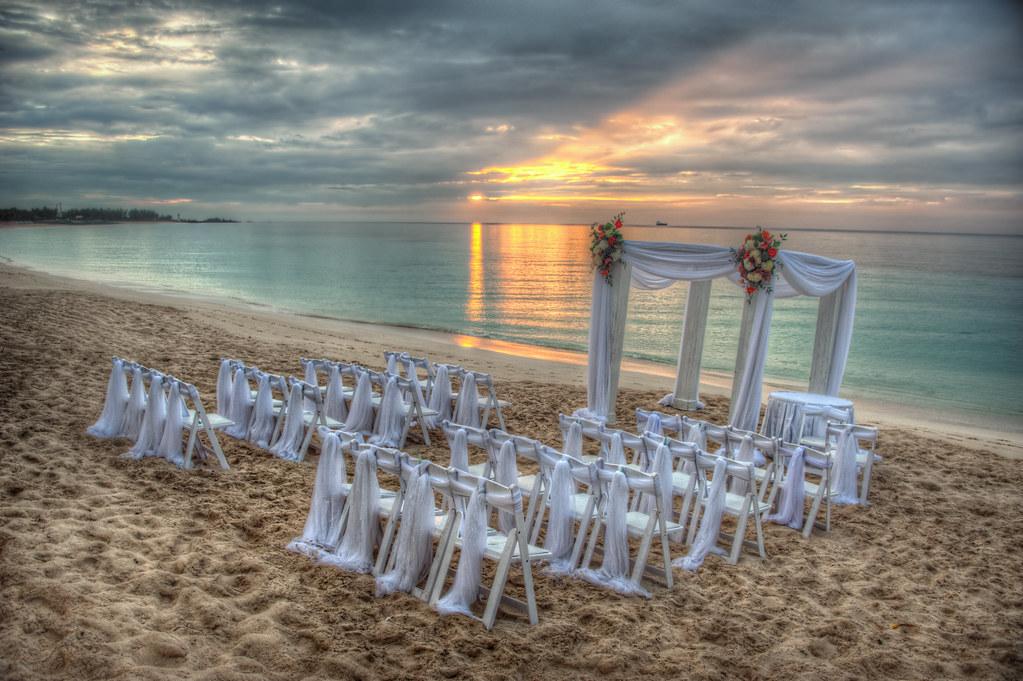 1bb3789b18f2 ... ShutterRunner Wedding on the Beach