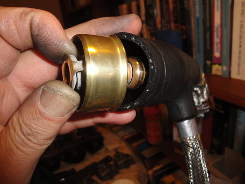 Thermostat fits into radiator top hose
