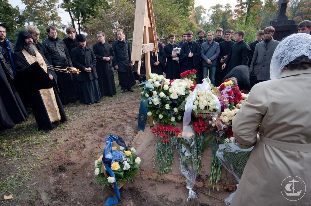Лития на могиле отца Георгия