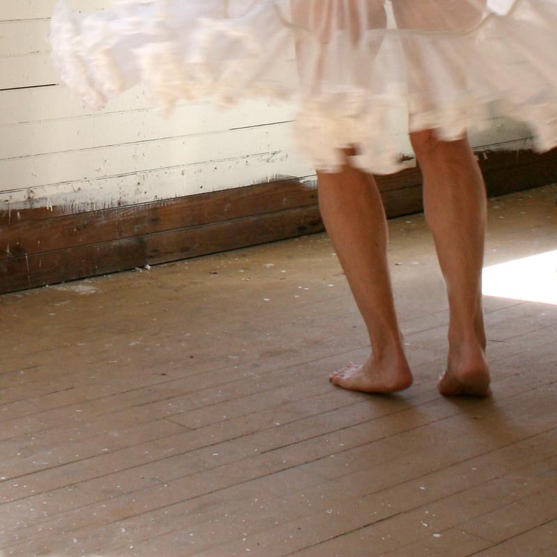 she tiptoed