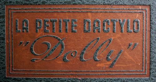 Dolly - La Petite Dactylo