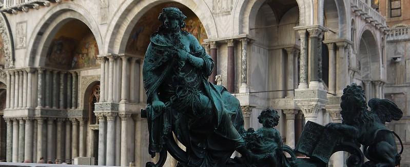 02 圣马可广场 钟楼铁门上的小雕塑
