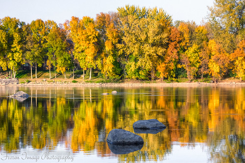 autumn reflection fall colors leaves minnesota river mississippi rocks drought frozenimagephotography