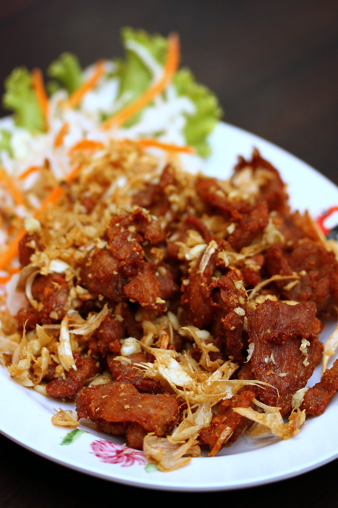 Thai Gold Food: Deep Fried Pork With Garlic