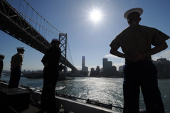 Sailors and Marines man the rails aboard the amphibious assult ship USS Makin Island (LHD 8) as the ship passes under the Bay Bridge while making its way into the city Oct. 3 for San Francisco Fleet Week. (U.S. Navy photo by Chief Mass Communication Specialist John Lill)