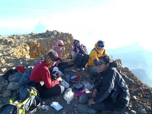 Piknik di puncak Rinjani