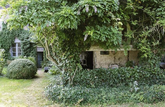 Le Château - garden room