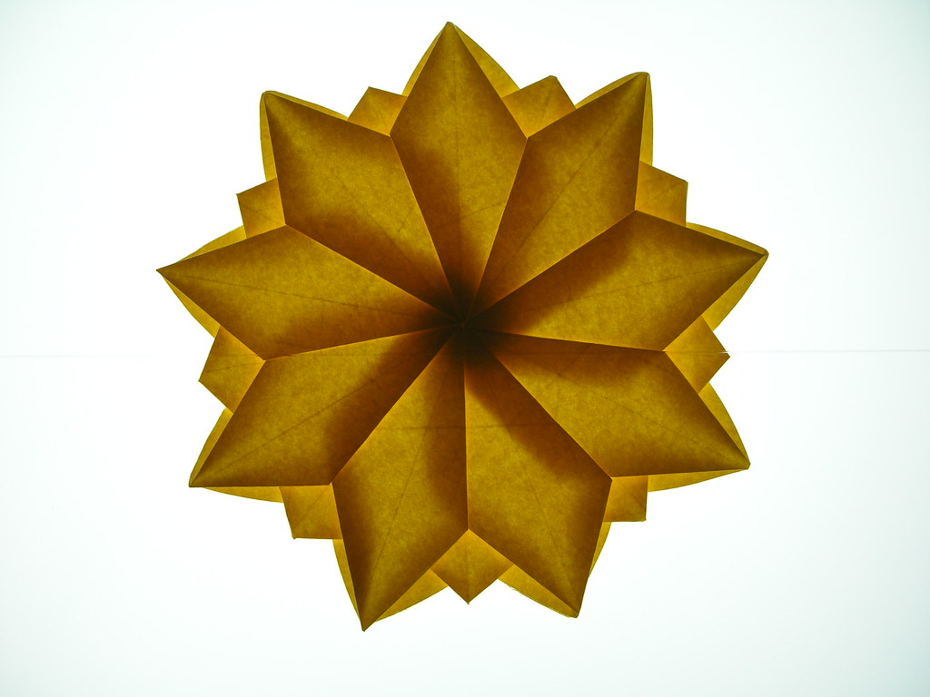 Double twist-star from nonagon, backlit