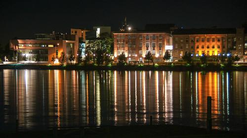 light sea reflection water night finland university meri vesi vaasa vasa yö valo heijastus ostrobothnia yliopistovasaostrobothniafinland