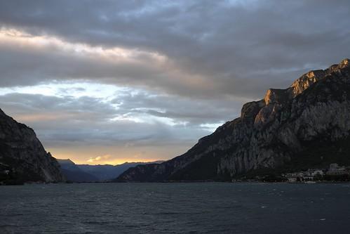 leica azul montagne sunrise lago rouge italia tramonto nuvole day cloudy lac ciel cielo 24 24mm acqua rosso azzurro montagna lombardia luce paesaggio lecco groin x1 sera montagnes crepuscolo lario leonardodavinci lagodilecco 24x36 rossodisera leicax1 inguineleonardesco