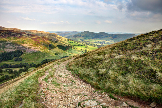 landscape photo over Lose Hill and edale in the peak district