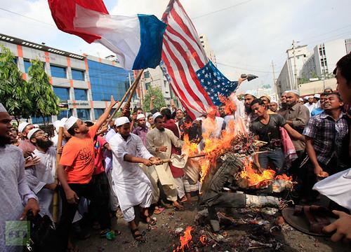 bangladeshi-muslims-french-shout