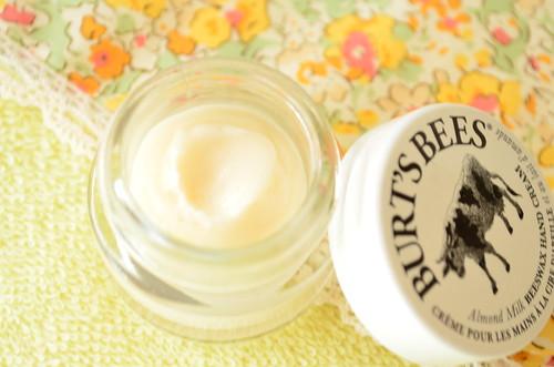 BURT'S BEES アーモンドミルク&ビーズワックス ハンドクリーム
