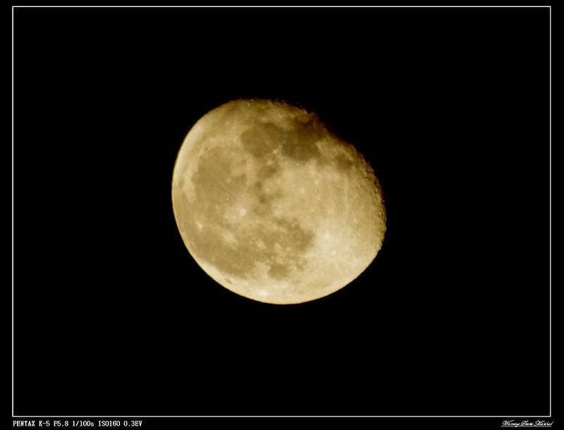 今晚主題:  樓  頂  月  娘      U乎~淡淡月球表面