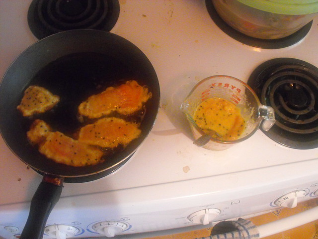 Preparando pescado frito