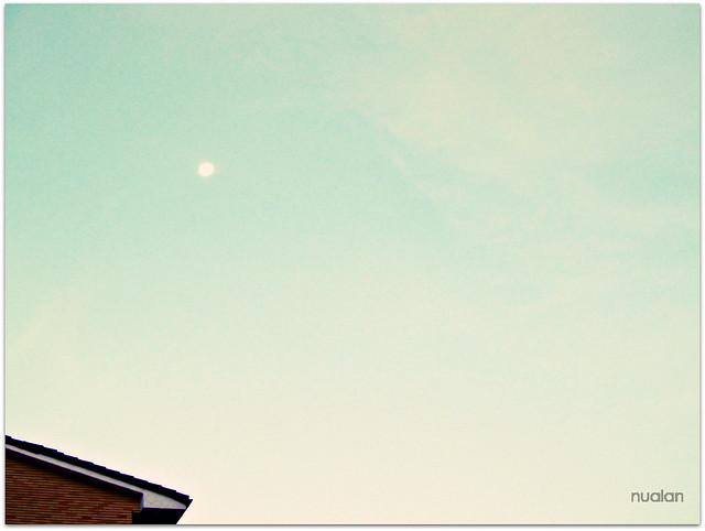 amanece y la luna no se quiere ir