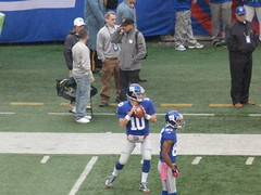 Eli Manning warms up passing