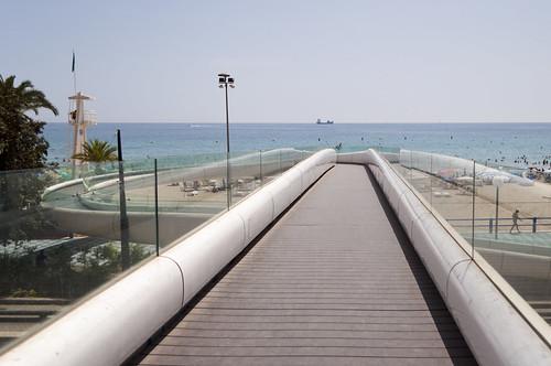 Imagina una pasarela al mar