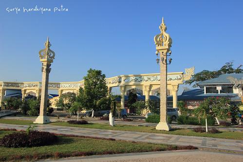 Taman di depan Komplek Pertokoan Cahaya Bumi Selamat, Martapura