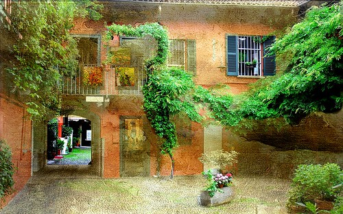 _ MILANO _ COURTYARD OF AN OLD HOUSE _
