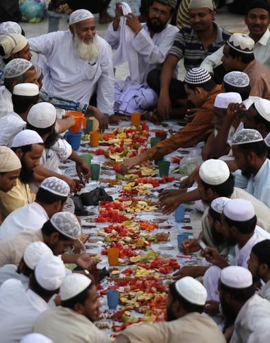 20 Adab Makan & Minum Mengikut Sunnah Rasulullah SAW