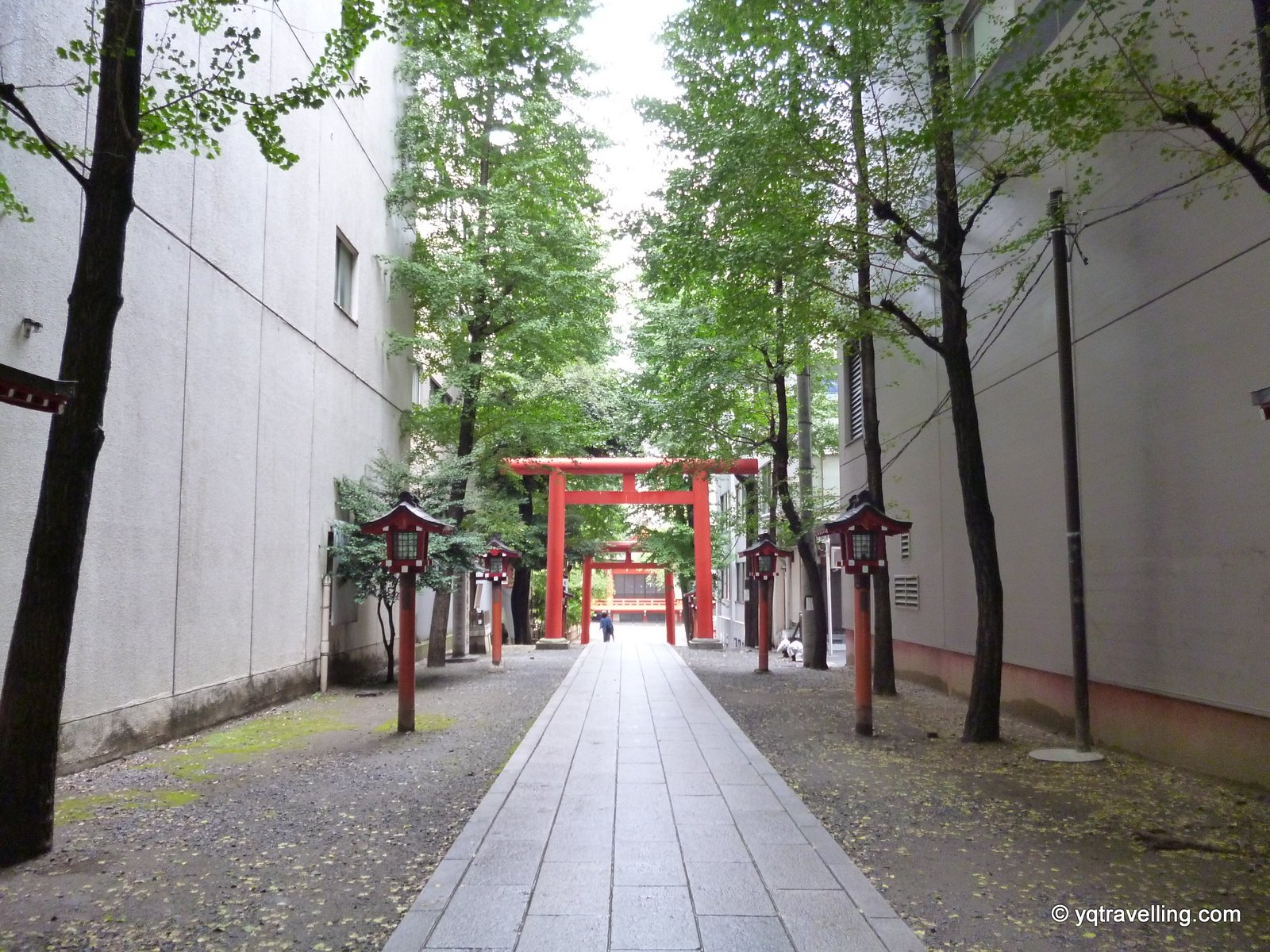 Path to Hanazono Shrine
