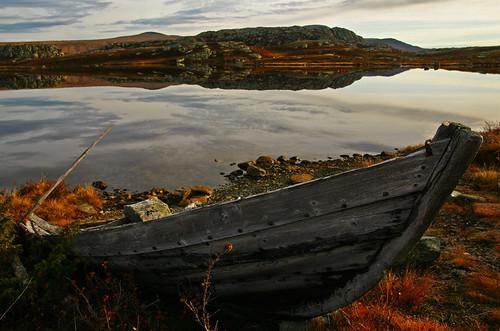 autumn mountain mountains water norway sunrise boat norge noorwegen valdresflya klaracolor