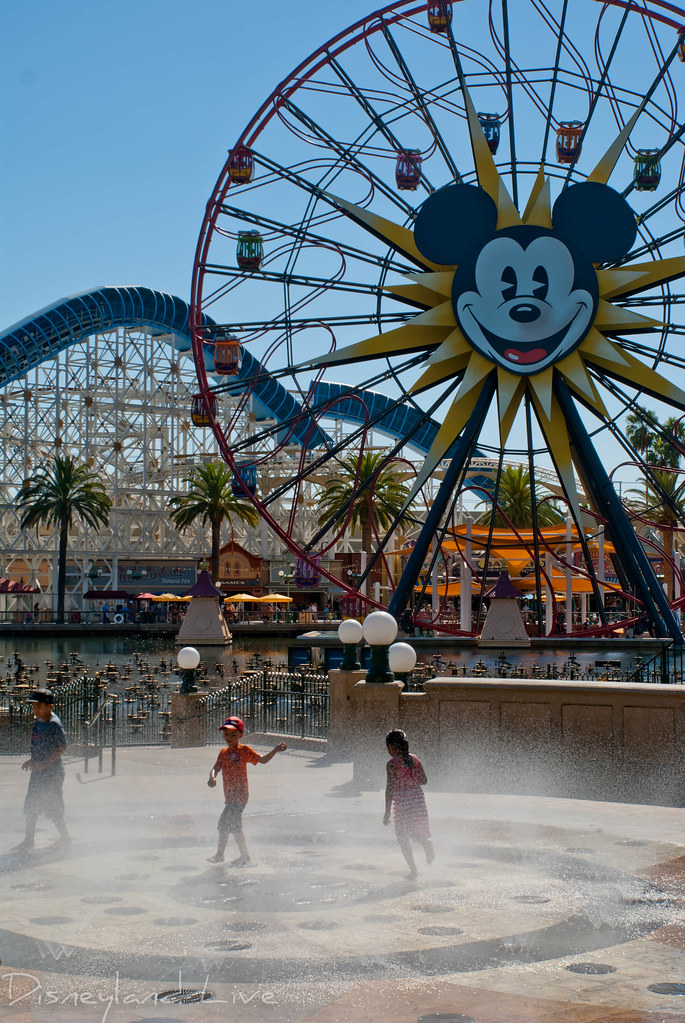Paradise Park Water Play Area - Disney California Adventure