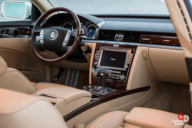 Volkswagen Phaeton 2012-2.jpg