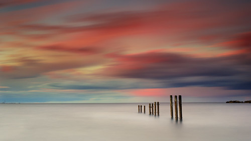 longexposure sunset seascape coast rocks posts stmarys whitleybay tynewear oldhartley nd30 baitisland gnd075he gnd045se nikkorafs50mmƒ18g
