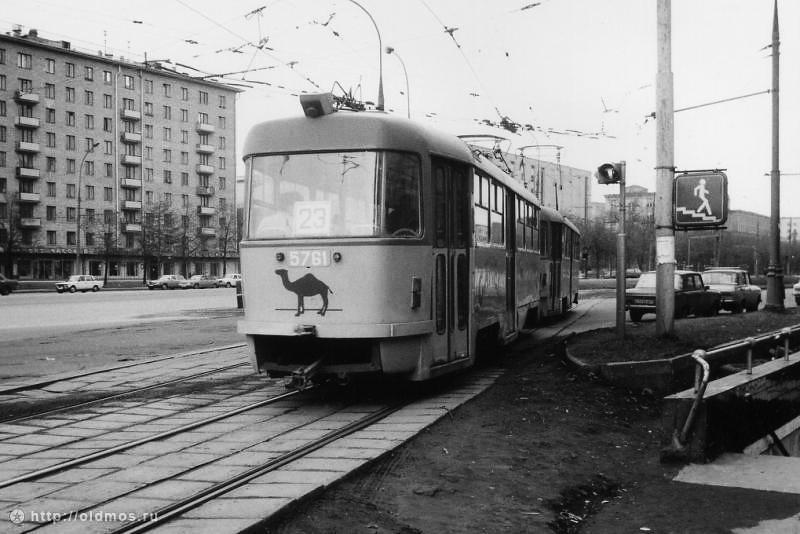 Трамвай № 23 отправляется