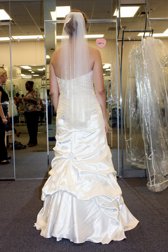 Back-of-dress-with-veil