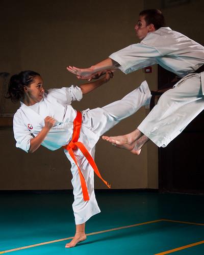 [フリー画像素材] スポーツ, 格闘技, 空手道, 蹴る・キック, 人物 - 二人 ID:201210051200