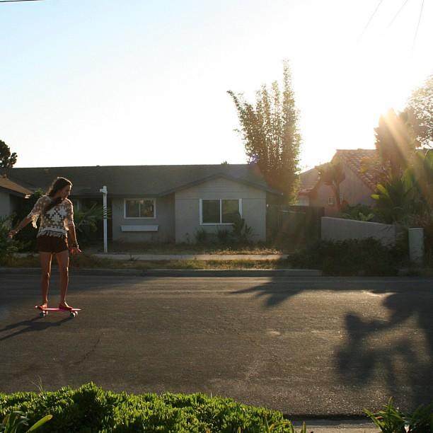 California Cruisin' @Brinonners #californiadreams #vinylcruiser #sunlight #beachhair #skateordie