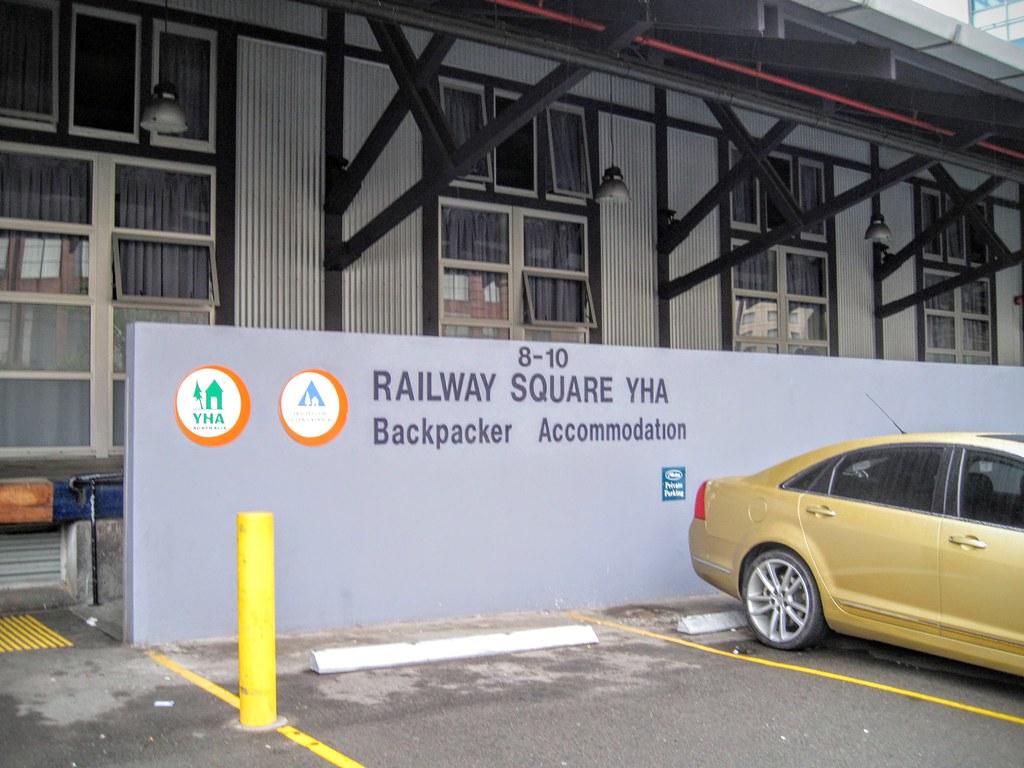 Sydney Railway Square YHA,這是門口,跟另一間相比,這一間外觀簡單許多...背包客可以來試試看這一間阿