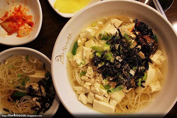 Myeongdong Noodle House - Dubuguksu