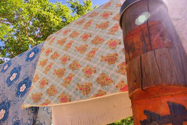 薬師小屋の布団干し風景