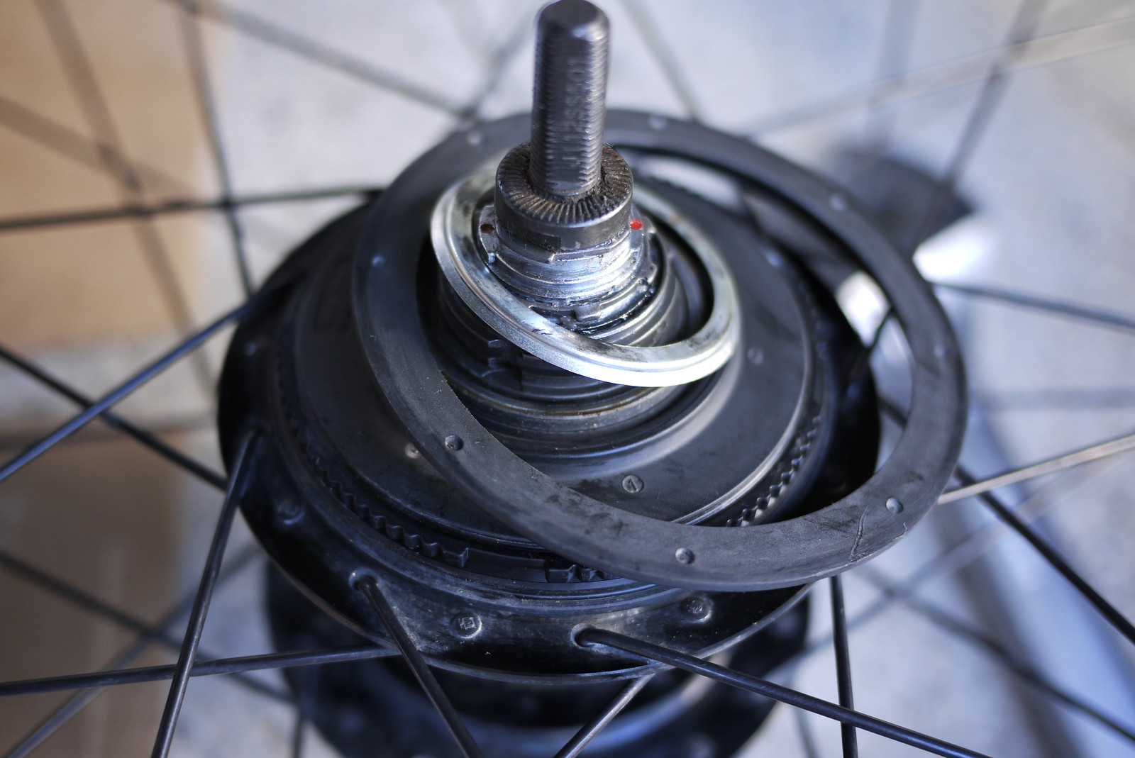 Dust cover removal on a Shimano Alfine 8 Speed Internal Gear Hub (IGH)