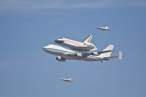 Endeavor with 2 fighter jets