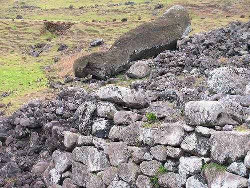 Moai que no fue trasladado a la plataforma de  Aka Hanga
