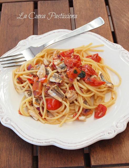 Spaghetti alle alici, pomodorini e basilico
