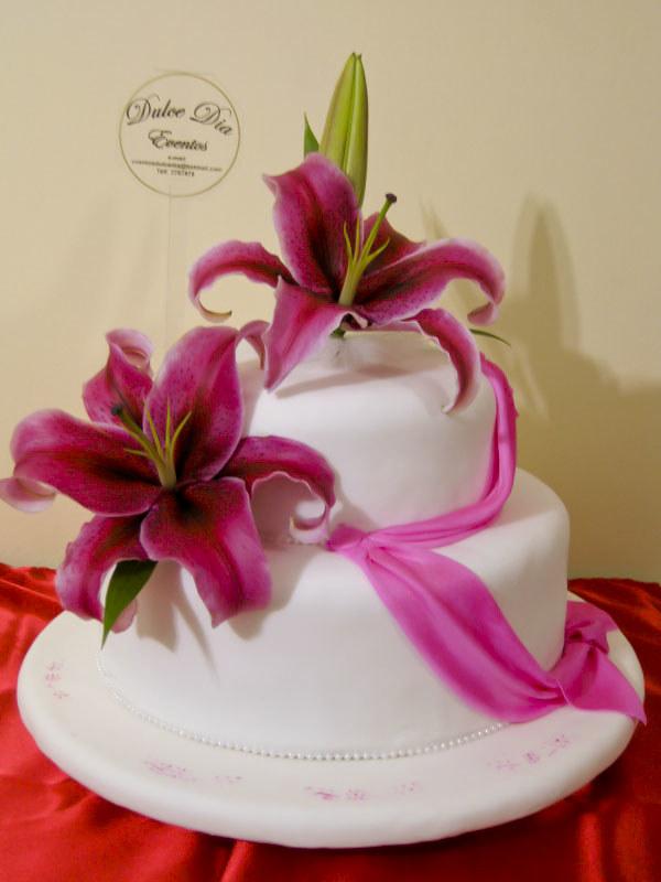 Torta Con Flores Naturales Damas En Masa Elastica Flore Flickr